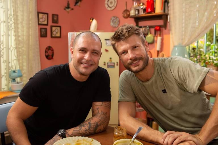 Diogo Nogueira cozinha com Rodrigo Hilbert em episódio de Tempero de Família