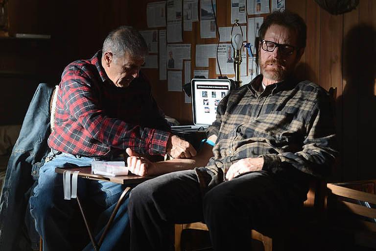 dois homens sentados