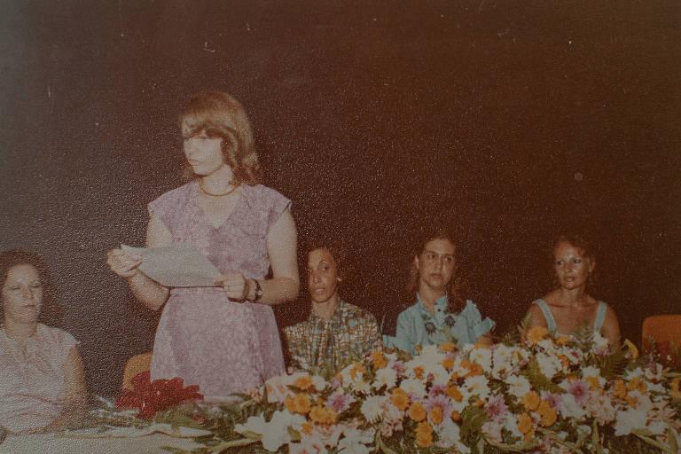 A professora Angela Machado de Vasconcelos em retrato na década de 1970, no início de sua carreira na rede estadual