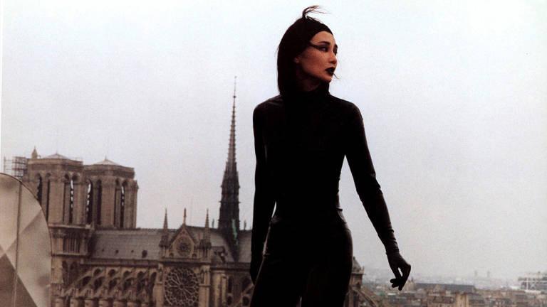 """Cena do filme """"Irma Vep"""" (1996), de Olivier Assayas"""