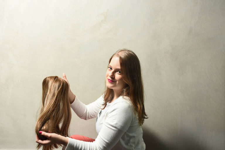 Alternativas disponíveis atualmente para quem sofre com queda de cabelo severa, seja por alopécia ou por tratamento de quimioterapia. A  Giovana Iniesta tem alopecia e conta sua relação com a doença
