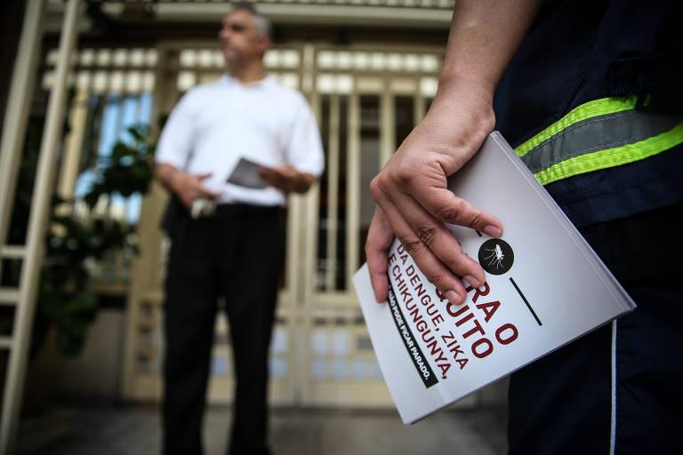 Agentes de zoonoses da Prefeitura de São Paulo realizam ação casa a casa em Higienópolis