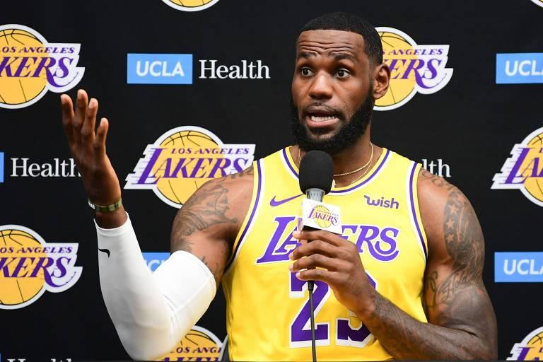 LeBron chamou o dirigente do Houston Rockets Daryl Morey de mal-informado por seu posicionamento sobre protestos em Hong Kong
