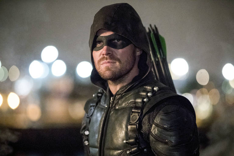 "Oliver Queen (Stephen Amell) em ""Arrow"""