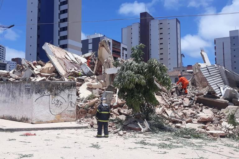 Escombros do prédio que desabou
