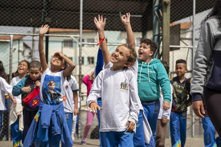 Crianças participam de atividades na Escola Ativa, iniciativa finalista da categoria Educação do Prêmio FBB de Tecnologias Sociais
