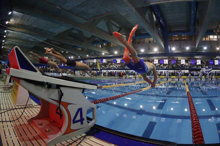 Nadadores durante prova do Troféu José Finkel, competição organizada pela CBDA, em 2018