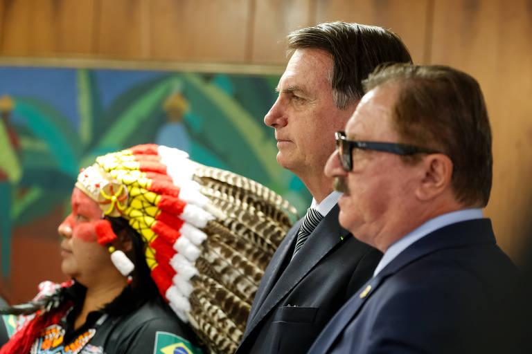 O presidente Jair Bolsonaro e o secretário de Assuntos Fundiários do Ministério da Agricultura, Nabhan Garcia, em evento em 2019