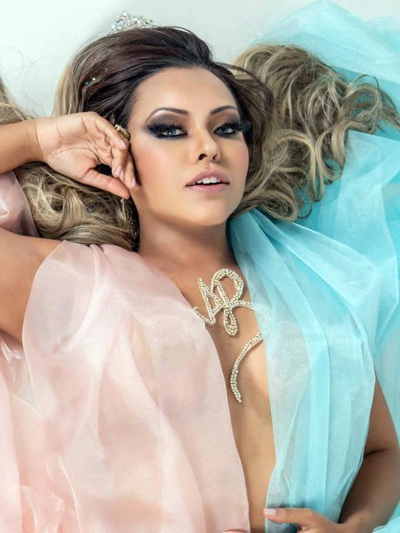 Ana Beatriz Godoi, a nova rainha de bateria da Rosas de Ouro