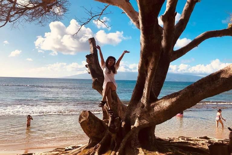 A cantora Britney Spears durante  viagem à ilha havaiana de Maui