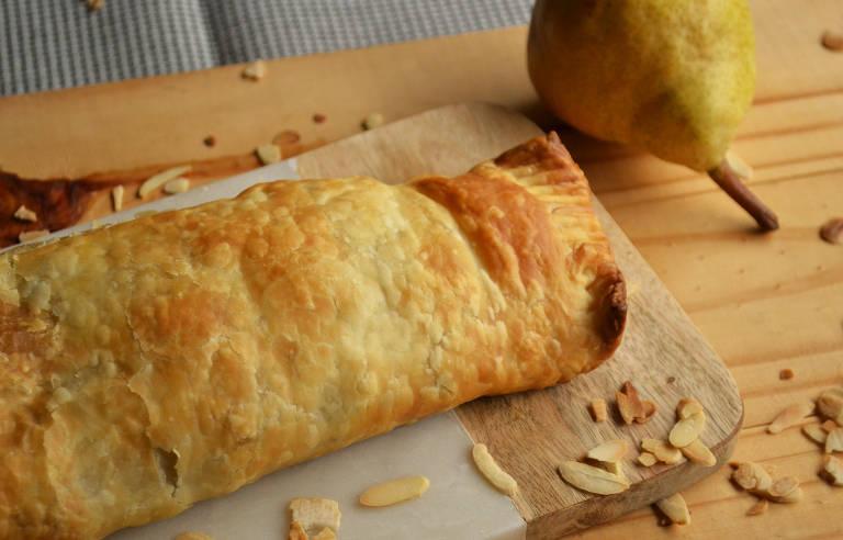 Tradicional prato alemão ganha versão prática com recheio de pera, amêndoas e especiarias