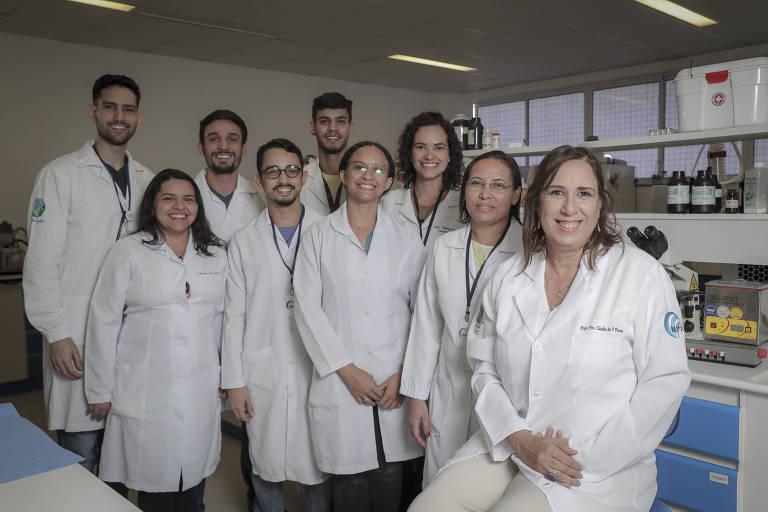 A pesquisadora Cláudia do Ó Pessoa (a última à direita) e equipe da Universidade Federal do Ceará