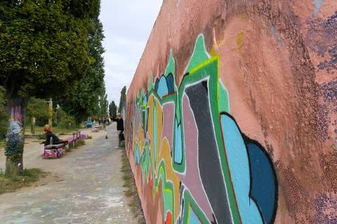 Trecho do muro de Berlim no Mauerpark, na região oriental da capital da Alemanha