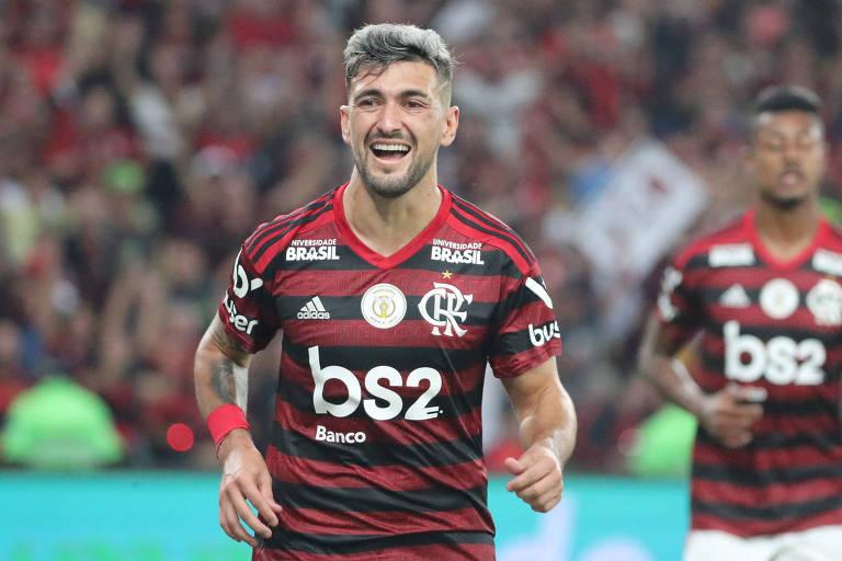 Flamengo vive contraste financeiro e em campo com rivais do Rio