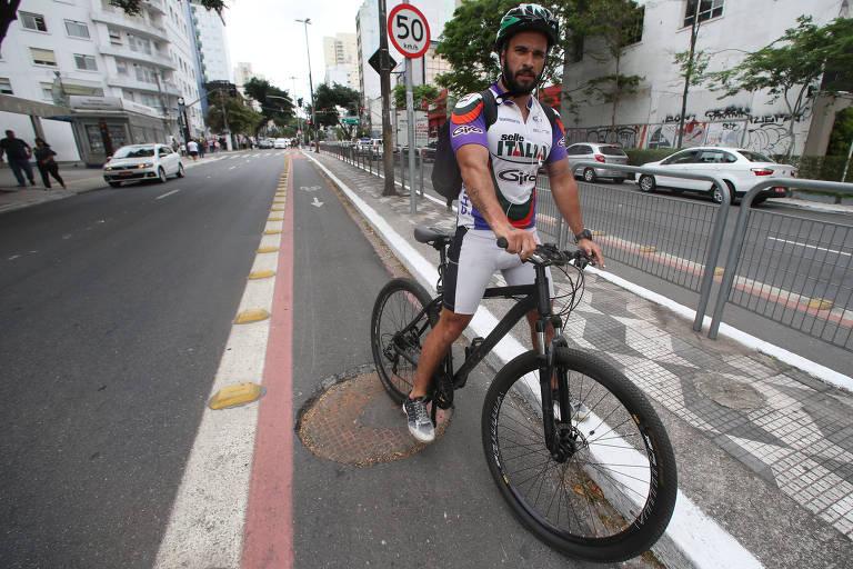 Ciclistas reclamam de buraco em via recapeada
