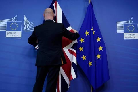 Em cima da hora, União Europeia e Reino Unido chegam a acordo sobre o brexit