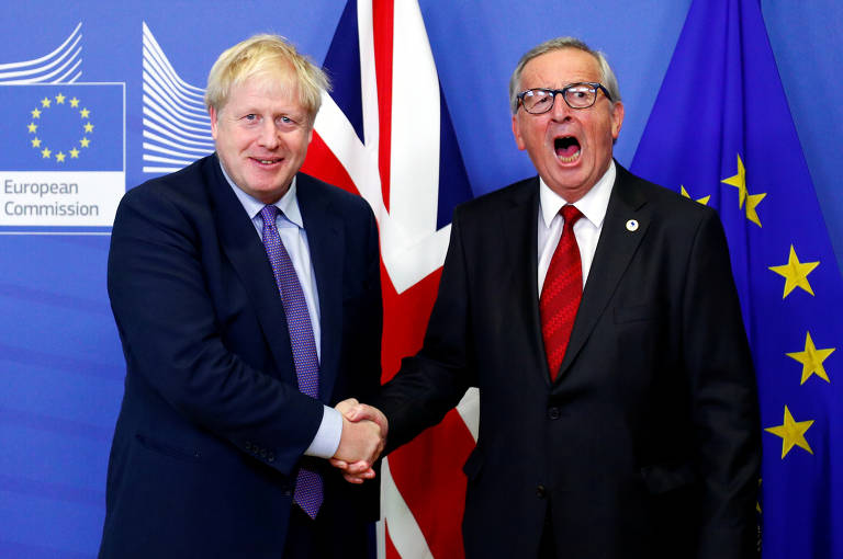 O premiê britânico, Boris Johnson, e o presidente da Comissão Europeia, Jean-Claude Juncker, antes de entrevista coletiva sobre o acordo
