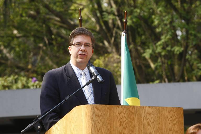 Indicado para ser o novo embaixador americano no Brasil, Todd Chapman discursa no consulado dos EUA em São Paulo em 2011