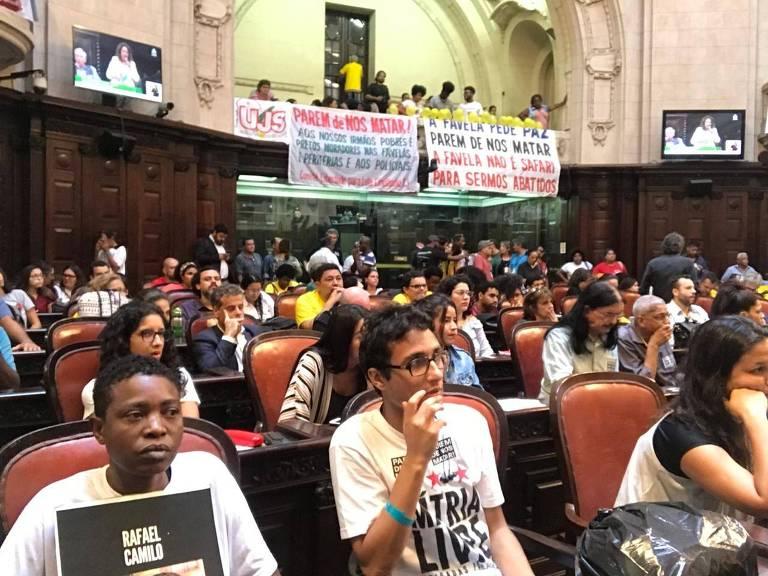 Ativistas por direitos humanos e deputados discutem segurança pública na Alerj, no RIo de Janeiro