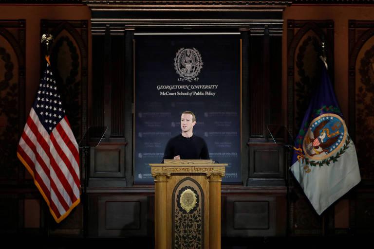 Presidente do Facebook em discurso na Georgetown University; ele defende a liberdade de expressão no momento em que a empresa sofre escrutínio pela disseminação de notícias falsas na rede