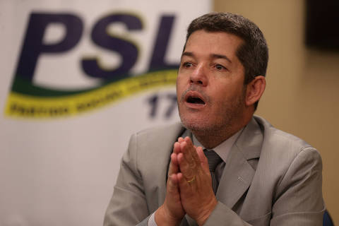 Líder do PSL na Câmara se diz 'traído' por Bolsonaro e fala em 'vagabundagem'