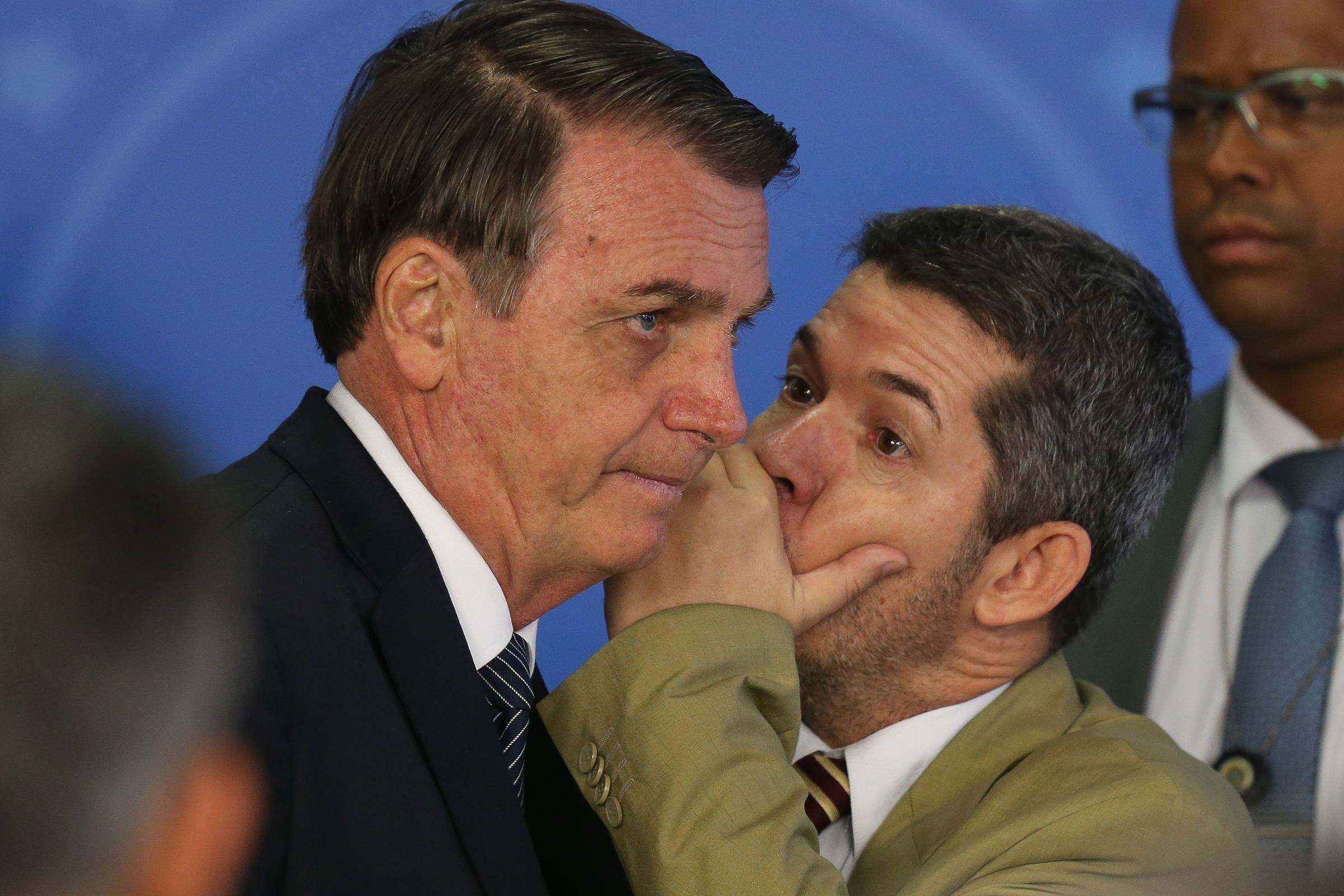 Em abril, o presidente Jair Bolsonaro e o deputado Delegado Waldir (PSL-GO)