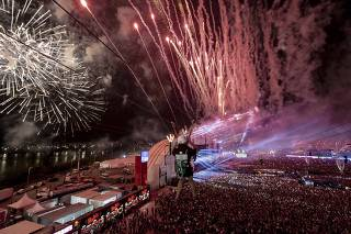 Público do palco Mundo, o principal do Rock in Rio 2019, na última noite do evento