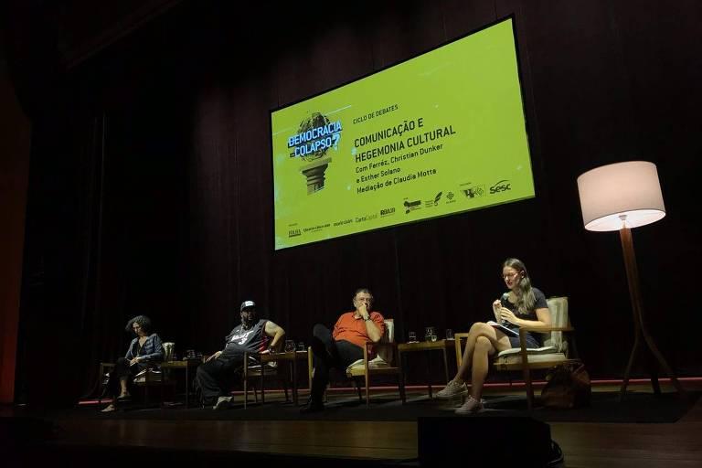 A socióloga Esther Solano, o psicanalista Christian Dunker e o escritor Ferréz participam de debate, no Sesc Pinheiros; a mediação foi de Claudia Motta, da Rede Brasil Atual