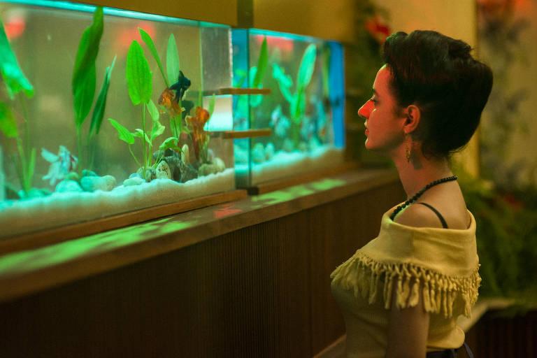 Julia Stockler em cena de 'A Vida Invisível', de Karim Aïnouz