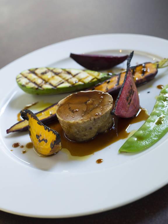 Cosciotto di agnello con verdure dell´orto está no menu do Picchi durante a oitava edição da Settimana Della Cucina Italiana