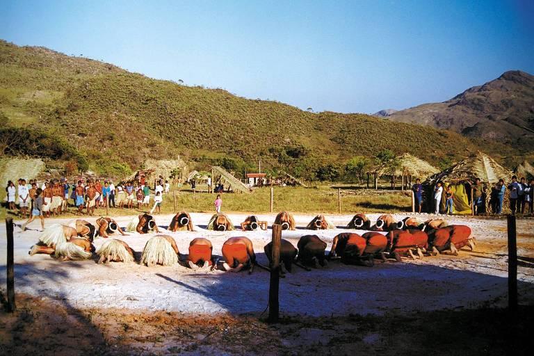 Índios Krenaks durante ritual em festival indígena em Minas Gerais. Etnia foi alvo de grave violações de direitos humanos durante a ditadura militar, de acordo com o Ministério Público Federal