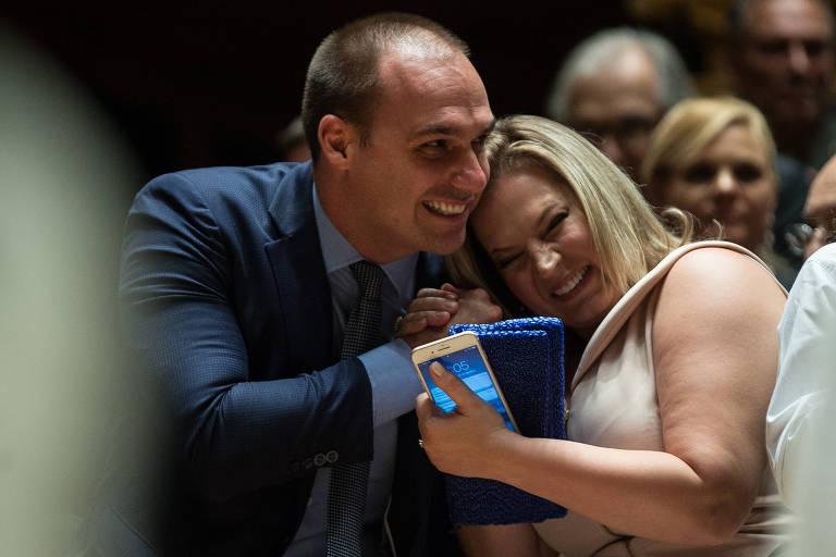 Eduardo Bolsonaro e Joice Hasselmann, em cerimonia de diplomação, em 2018