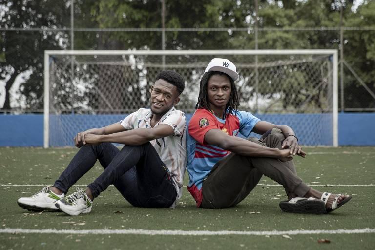 Denílson e Christian (de boné) vão jogar pela seleção do Congo na final da Copa dos Refugiados