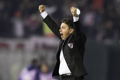 Argentina's River Plate coach Marcelo Gallardo celebrates after his team scored during a Copa Libertadores football match between Argentina's River Plate and Paraguay's Cerro Porteno in Buenos Aires, Argentina, on August 22, 2019. (Photo by JUAN MABROMATA / AFP) ORG XMIT: MAB428