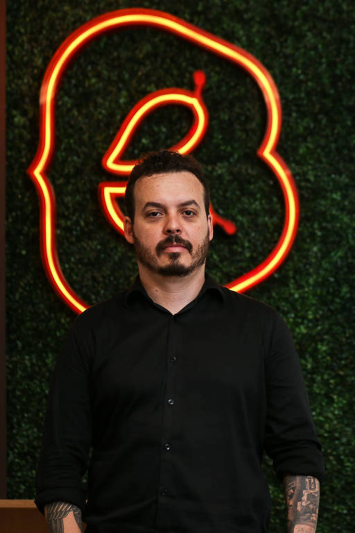 O empresário Rodrigo Dias na sede de seu restaurante Boali, em São Paulo