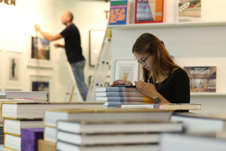 Livreiros preparam estando na Feira do Livro de Frankfurt  de 2019