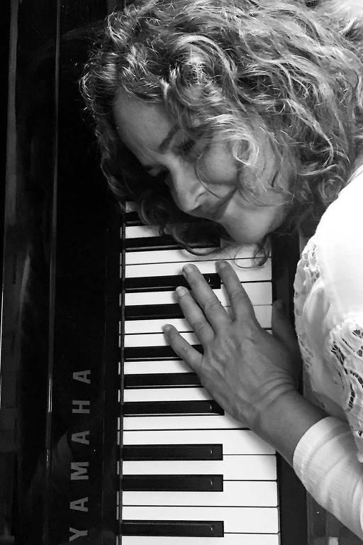 Imagens da cantora Delia Fischer