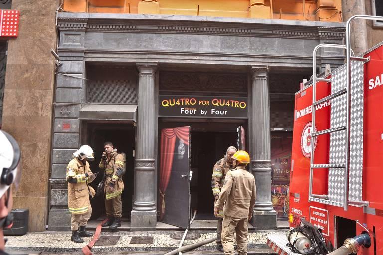 Ao menos três bombeiros morrem em combate a incêndio em boate no Rio