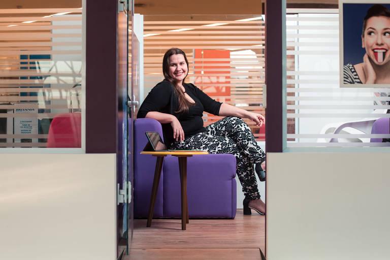 A professora Ana Carolina Wanderley, em sua franquia de escola de inglês no shopping Eldorado, zona oeste de SP