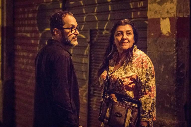 José Luiz Villamarim ensaia cena de 'Amor de Mãe' com Regina Casé