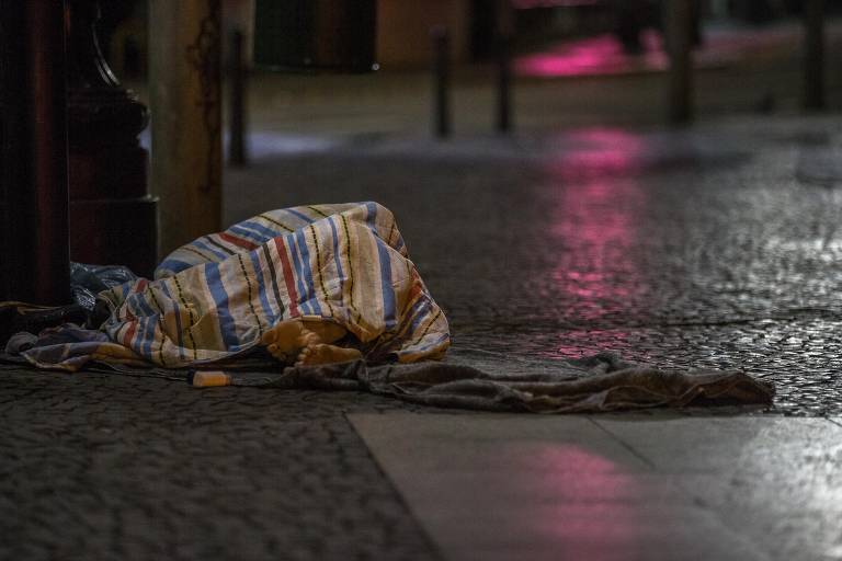 Meses frios em São Paulo afetam moradores de rua