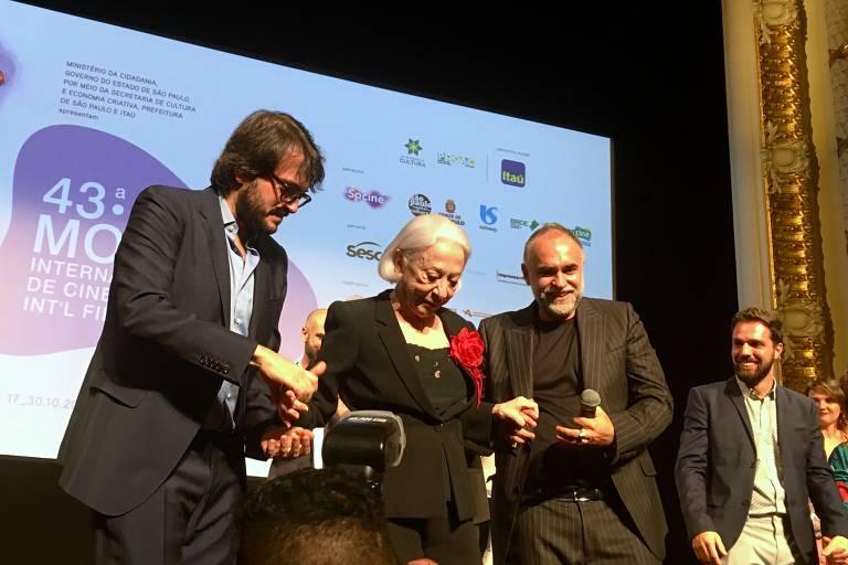 Fernanda Montenegro é homenageada após exibição de 'A Vida Invisível'
