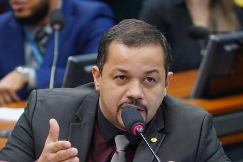 PF diz que deputado bolsonarista usou mãe e irmão como laranjas em reforma de aeroporto
