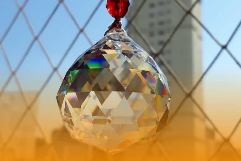 Cristal multifacetado