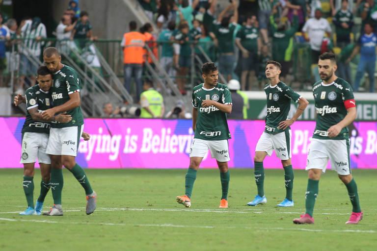 Jogadores do Palmeiras durante a partida contra o Atlético-MG pelo Campeonato Brasileiro