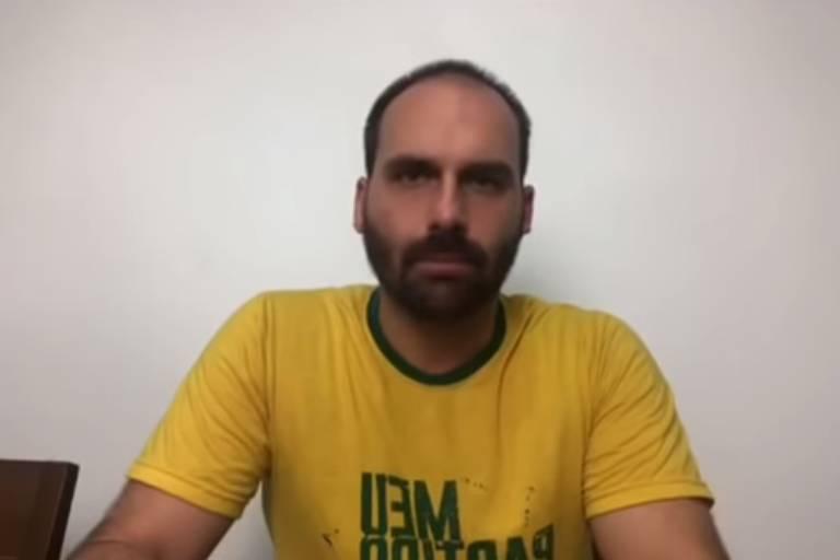 Eduardo Bolsonaro faz live nas redes sociais