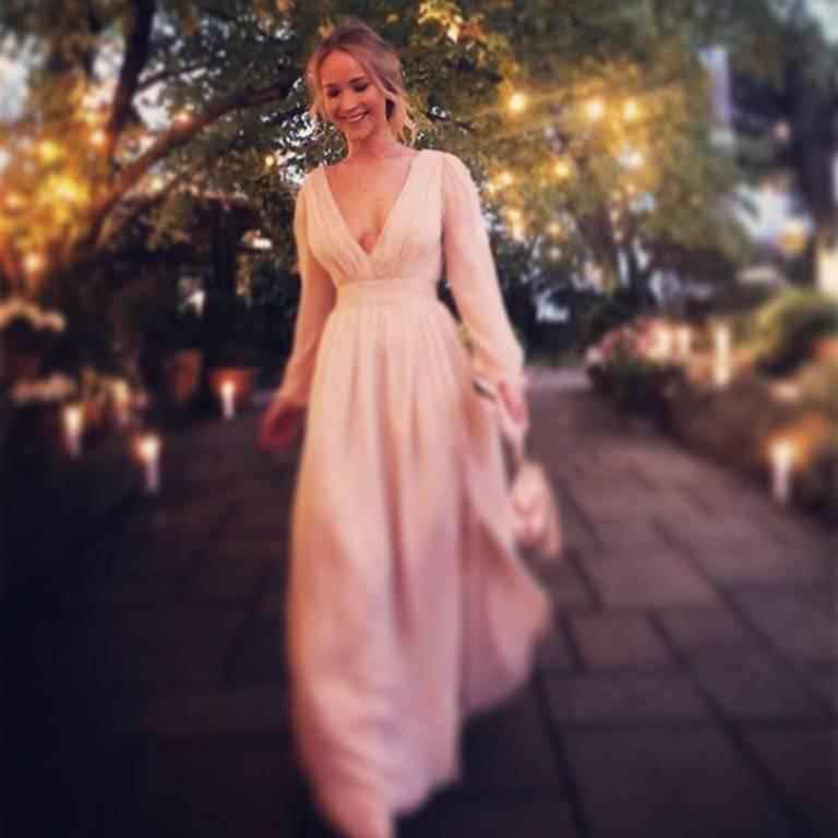 Jennifer Lawrence com vestido branco
