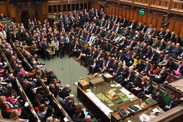 Câmara Comum lotada antes da votação sobre o acordo do brexit no 'Super Sábado', em Londres