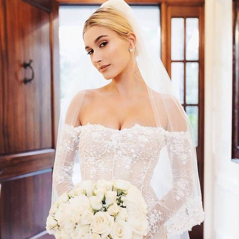 Vestido de noiva de Hailey Bieber usado no casamento com Justin