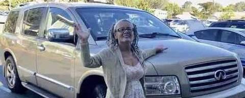 Carla vivia com 320 carros numa SUV
